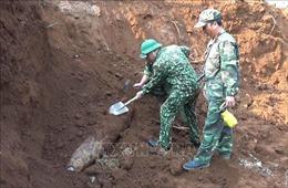 Đào móng trong trường học, phát hiện bom Mỹ nặng 240 kg