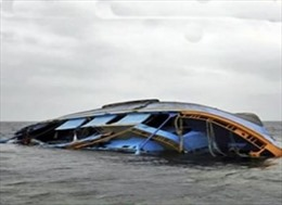 Thuyền chở quá tải bị chìm, trên 60 người chết và mất tích