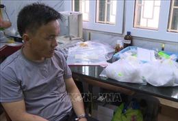 Chặn xe taxi tại trạm BOT, phát hiện gần 4 kg ma túy đá và 4.000 viên hồng phiến