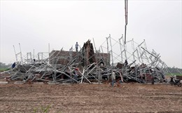 Sập giàn giáo công trình tại Nam Định, 8 người thương vong