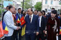 Thủ tướng gặp mặt cán bộ, nhân viên Đại sứ quán và kiều bào Việt Nam tại Romania