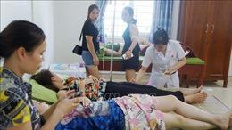 Hàng chục du khách nhập viện sau bữa tối có hải sản tại biển Hải Tiến