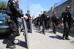 Hàng trăm tù nhân phóng hỏa, gây bạo loạn tại nhà tù ở Ukraine
