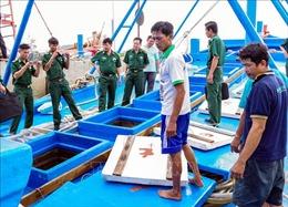Biên phòng Sóc Trăng bắt tàu chở 100.000 lít dầu không rõ nguồn gốc