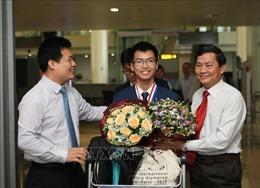 Nguyễn Văn Chí Nguyên và tấm Huy chương Vàng Olympic Hóa học Quốc tế