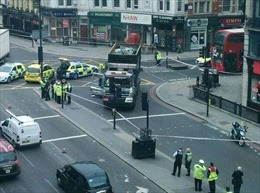 Xe tải lao vào đám đông ở London làm 7 người bị thương