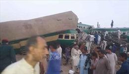 Tàu chở khách đâm tàu chở hàng tại điểm giao đường sắt, 80 người thương vong
