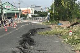 Cấm lưu thông trên tuyến Quốc lộ 91 do các vết rạn nứt ngày càng lớn