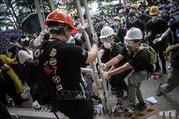 Biểu tình biến thành bạo lực ở Hong Kong (Trung Quốc), nhiều cảnh sát bị thương