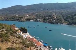 Đảo du lịch nổi tiếng ở Hy Lạp mất điện sau tai nạn rơi trực thăng