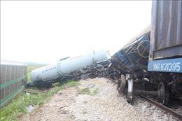 Khắc phục hậu quả vụ tai nạn lật tàu hỏa tại Nghệ An