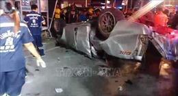 Xe bán tải lật nhào, đâm vào cột điện khiến 13 người thiệt mạng