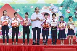 Thủ tướng Nguyễn Xuân Phúc tặng quà Tết Trung thu cho thiếu nhi Quảng Nam
