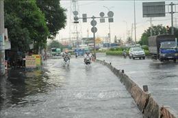Triều cường lên cao, nhiều tuyến đường ở thành phố Long Xuyên ngập sâu