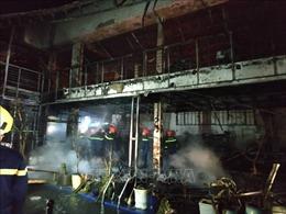 Cháy rụi quán bar trong đêm