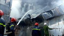 Hỏa hoạn thiêu rụi nhà kho chứa thùng xốp tại thành phố Huế