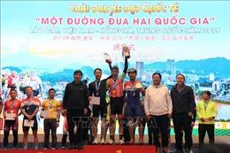 Bế mạc Giải đua xe đạp quốc tế 'Một đường đua hai quốc gia'