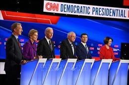 Các ứng cử viên tổng thống Mỹ của đảng Dân chủ tranh luận trực tiếp vòng cuối