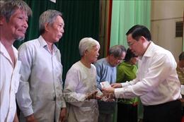 Phó Thủ tướng Vương Đình Huệ trao quà Tết tặng gia đình chính sách, hộ nghèo tại Bến Tre