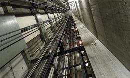 Thang máy rơi từ độ cao 30 mét khiến ít nhất 6 người thiệt mạng