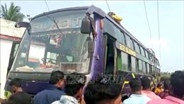 Xe buýt chạm vào đường dây điện, ít nhất 10 người thiệt mạng