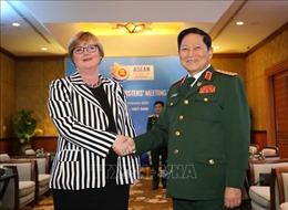 Đại tướng Ngô Xuân Lịch tiếp Bộ trưởng Quốc phòng Australia