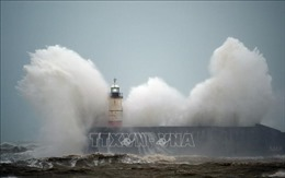 Siêu bão Ciara 'đổ bộ' nhiều nước châu Âu