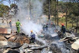 Đốt thực bì bất cẩn làm cháy rụi nhà dân