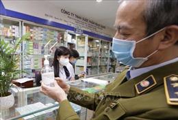 Hà Nội không khan hàng, sốt giá khẩu trang y tế, nước sát khuẩn