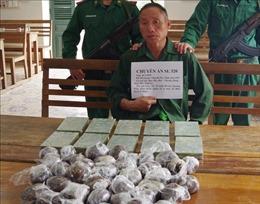 Bắt giữ đối tượng vận chuyển 10 bánh heroin từ Lào vào Việt Nam
