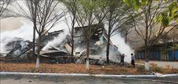 Lửa vẫn cháy tại kho hàng Công ty cổ phần Thành Chí sau 1 ngày bùng phát