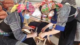 Phụ nữ Yên Bái chung tay may, phát khẩu trang miễn phí