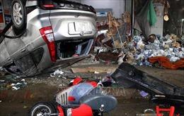 Xe ô tô đâm vào ki-ốt bán hàng tại Phủ Lý và làm 4 người bị thương