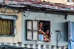 Cuộc sống bấp bênh tại các khu ổ chuột Philippines
