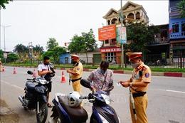 Lo lắng bị xử phạt, người dân đổ xô đi mua bảo hiểm xe máy