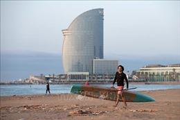 Các bãi biển ở Barcelona được phép mở cửa trở lại
