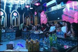 Công an đột kích quán karaoke, 13 đối tượng vẫn quay cuồng 'bay lắc'