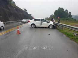 Ba ô tô va chạm trên cao tốc Nội Bài - Lào Cai, hai người bị thương