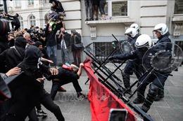 Đụng độ giữa người biểu tình và cảnh sát tại Bỉ và Anh