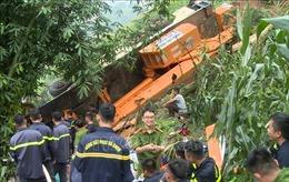 Xe cẩu lao xuống vực tại Lào Cai, lái xe tử vong