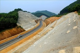 Tháo gỡ vướng mắc dự án đường cao tốc Cam Lộ - La Sơn