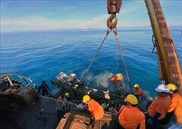 Hoàn thành kéo 10 km cáp ngầm xuyên biển ra xã đảo Nhơn Châu