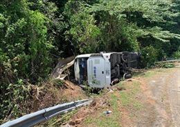 Lật xe khách tại Quảng Bình làm ít nhất 8 người tử vong