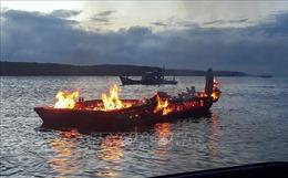 Khẩn trương điều tra nguyên nhân vụ cháy tàu trên biển Hội An
