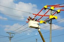 Giảm áp lực cho thợ điện mùa nắng nóng