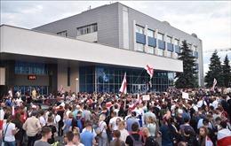 Ukraine tạm đình chỉ mọi liên lạc với Belarus