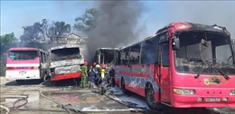 Cháy 6 xe khách tại bãi giữ xe tự phát ở Thanh Hóa