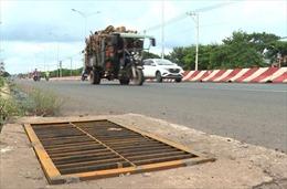 Lắp mới toàn bộ nắp hố ga bị mất cắp trên đường ĐT.741 tại Bình Phước