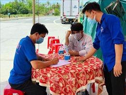 Màu xanh tình nguyện trên 'tuyến đầu' chống dịch