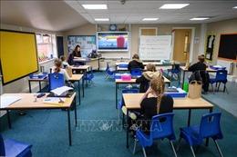 Chính phủ Anh bị chỉ trích về hệ thống tính điểm thi cử mới thời dịch COVID-19